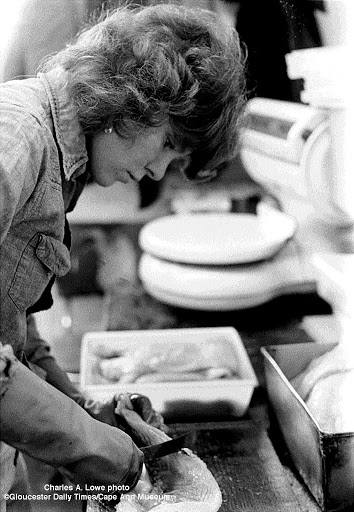 cutting a fillet at Dave Marsh Seafood, Smith St.  Jan. 9, 1978.  photo:  Charles A. Lowe.